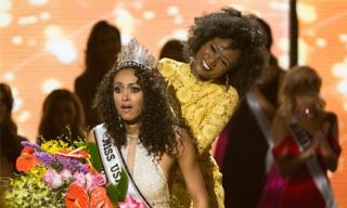 Nhà khoa học da màu đăng quang Hoa hậu Mỹ 2017