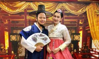 Vợ chồng Á hậu Ngô Trà My vi vu ở Hàn Quốc