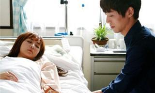 Tôi bàng hoàng khi thấy vợ đến và đòi tống cổ cô gái đang ốm nặng nằm trên giường bệnh