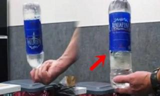 Lý do tuyệt đối không cầm hộ chai nước ở sân bay dù là bà bầu hay trẻ em