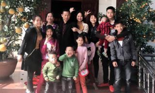 Chuyện thú vị đầy kinh ngạc về người phụ nữ Việt sinh 15 con trong 26 năm