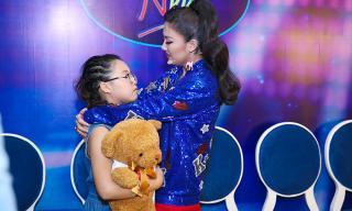 Văn Mai Hương bật khóc trong hậu trường khi chia tay thí sinh Vietnam Idol Kids