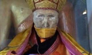 Bí ẩn Phật giáo: Nhà sư vẫn sống 90 năm sau khi chết