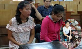 Hắt luyn vào người bán thịt lợn ở Hải Phòng, hai phụ nữ lĩnh án