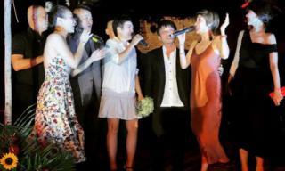 Mỹ Tâm và dàn sao Việt quậy hết mình trong tiệc cưới đạo diễn Nguyễn Tranh