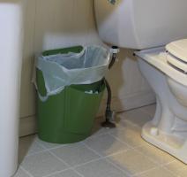 Chớ dại mà để thùng rác chỗ này vợ chồng thường xuyên bất hoà, làm ăn ngày càng lụi bại