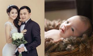 Hoa hậu Thu Ngân lần đầu khoe con trai đầu lòng đáng yêu