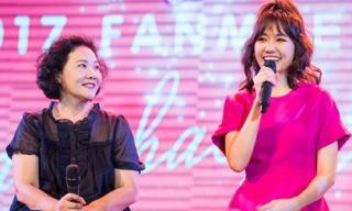 Mẹ Hari Won bất ngờ xuất hiện trong buổi họp fans của con gái