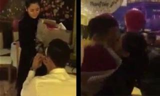 Quế Ngọc Hải quỳ gối cầu hôn bạn gái hotgirl đầy lãng mạn