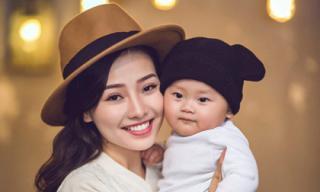Khánh Hiền chụp ảnh kỷ niệm bên con trai nhân mùa Giáng sinh