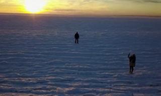 Nước biển đóng băng kinh ngạc trong đợt rét kỷ lục ở Mỹ