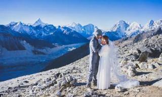 Cặp vợ chồng khiến thế giới ngưỡng mộ khi cùng leo lên đỉnh Everest làm đám cưới