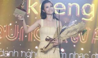 Trở lại sau tuyên bố giải nghệ, Đông Nhi đón nhận tin vui thắng giải Nữ nghệ sĩ được yêu thích nhất
