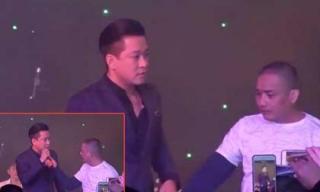 Ca sĩ Tuấn Hưng lên tiếng về vụ việc bị khán giả lên sân khấu giật micro