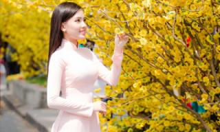 Hotgirl Sammy Dung khoe vẻ đẹp ngọt ngào trước gió Xuân trong tà áo dài quyến rũ