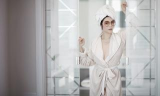 Lý Nhã Kỳ tiếp tục gây mê với bộ ảnh chỉ khoác áo choàng tắm vẫn đẹp ngất ngây