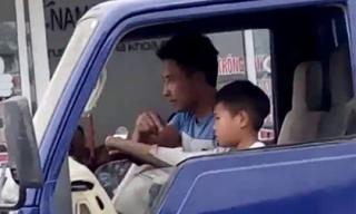 Clip bé trai lái xe tải trên phố đông người khiến người xem 'hết hồn'