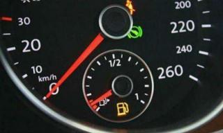 Kim xăng chạm vạch đỏ - xe bạn còn đi được thêm bao nhiêu km?