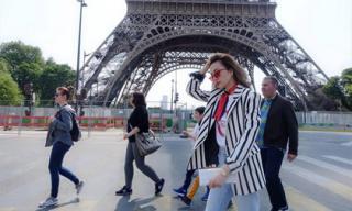 Thiều Bảo Trang hào hứng khám phá thủ đô Paris