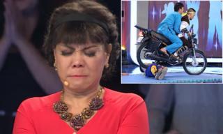 Việt Hương bật khóc trước cảnh Hoài Linh ngồi xe phân khối lớn cán qua người võ sư