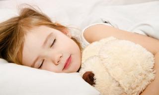 Muốn con phát triển toàn diện về thể chất lẫn tinh thần, cha mẹ buộc phải biết thời gian ngủ chuẩn của trẻ theo từng lứa tuổi