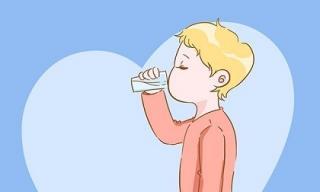 Cách uống nước chuẩn cho trẻ dưới 3 tuổi, trước 6 tháng tuyệt đối không nên uống