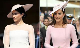 Dù có phong cách tương đồng nhưng Kate Middleton và Meghan Markle lại có cách chọn mũ đội đầu khác hoàn toàn