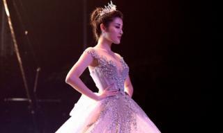 Huyền My lộng lẫy trong bộ váy lung linh hơn cả các công chúa Disney