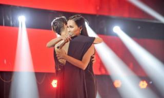 Giọng hát Việt 2018: Được Thu Phương 'ưu ái' nhưng Hoa hậu chuyển giới Hoài Sa vẫn dừng chân tại vòng Đối đầu