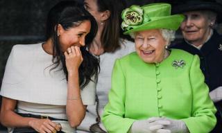 Vượt mặt chị dâu, Công nương Meghan Markle ngày càng thân thiết và gần gũi với Nữ hoàng Elizabeth II