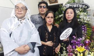 Các danh ca cải lương đến viếng và chia buồn cùng gia đình nghệ sĩ Phương Quang