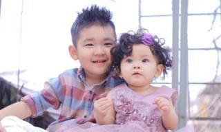 'Cùng cha khác mẹ' nhưng con trai Diệp Bảo Ngọc và con gái Hải Băng vẫn cực thân thiết