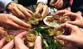 Những thực phẩm chị em nên và không nên cho chồng ăn trước khi uống bia rượu