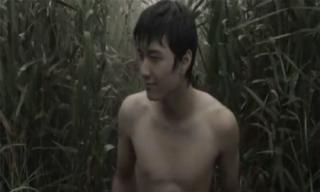 Huỳnh Anh bị 'đào mộ' hình cũ trần như nhộng ngay sau scandal lộ ảnh 'nhạy cảm'