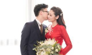 Chồng kém tuổi của Á hậu Tú Anh ngọt ngào hôn vợ trong lễ rước dâu tại nhà riêng