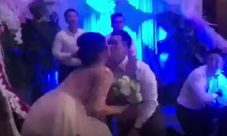 Chồng Việt Kiều nhảy tặng con gái NSND Hồng Vân trong lễ cưới