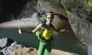 Trang Trần thích thú khi tự mình khám phá hang Sơn Đoòng