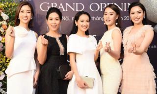 MC – Ca sĩ Huyền Sâm tự tin đọ dáng cùng các Hoa hậu Việt Nam