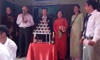 Đám cưới đặc biệt của cô dâu 64 tuổi và chú rể 75 tuổi ở Quảng Ngãi gây xôn xao