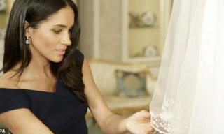 Sau 4 tháng kết hôn, Công nương Meghan Markle giờ mới tiết lộ bí mật giấu trong chiếc váy cưới