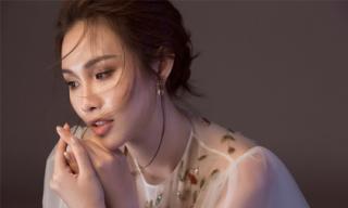 Á hậu Hoa hậu các quốc gia 2017 khoe vai trần, lưng ong gợi cảm mừng tuổi 25