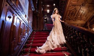 Lý Nhã Kỳ kiêu sa với đầm mang phong cách Hoàng gia trong lâu đài cổ
