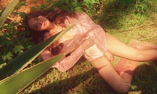 Sau khi bỏ 'Bùa yêu', Bích Phương quyết thiêu đốt mắt fan với hình ảnh quyến rũ