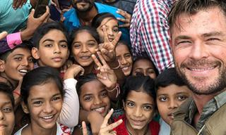 """""""Thần Sấm"""" vô tư chụp hình cùng fans tại phim trường Ấn Độ"""