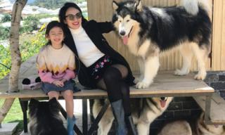 Hoa hậu Ngọc Diễm đưa con gái 8 tuổi lên Đà Lạt 'hâm nóng tình cảm mẹ con'