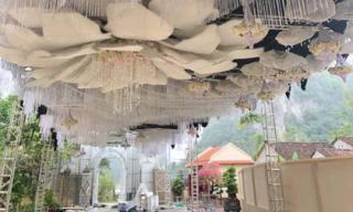 Đám cưới 'khủng' ở Cao Bằng trang trí 100% bằng hoa tươi, tiền bắc rạp đã ngốn 2,5 tỷ đồng khiến dân mạng choáng váng