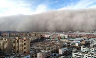 Trung Quốc: Cơn bão cát 'nuốt chửng' thành phố chỉ trong chốc lát