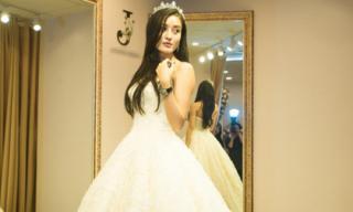 Dù phủ nhận kết hôn nhưng Huyền My lại lộ ảnh thử đầm cưới?