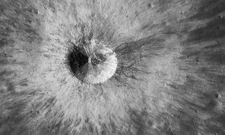 NASA công bố hình cực rõ nét chụp trên bề mặt của Mặt Trăng
