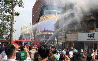Cháy lớn tại khu tập thể trên phố Tôn Thất Tùng (Hà Nội)